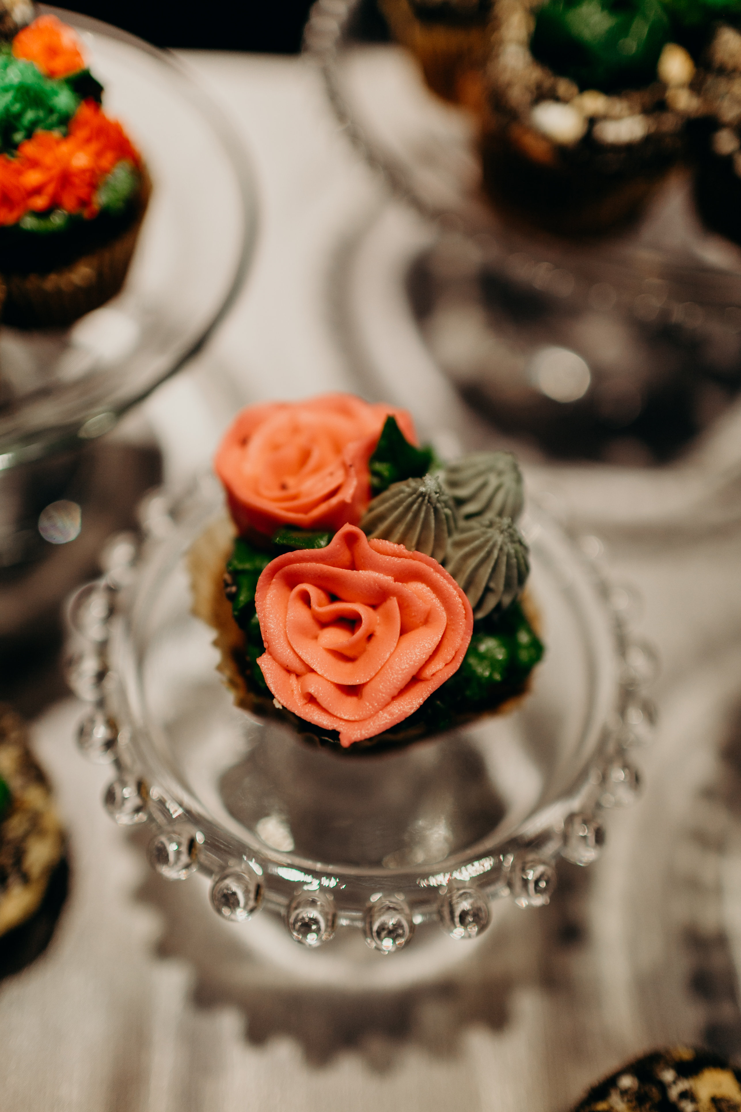 Chelsey and Parker's wedding cupcakes